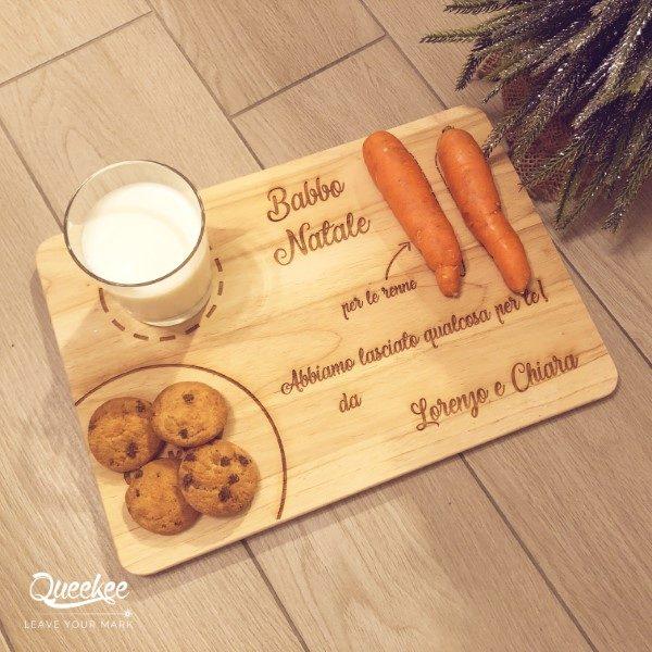 Tagliere in legno personalizzabile Babbo Natale e le renne, con latte, biscotti e carote. Idea regalo Natale 2018
