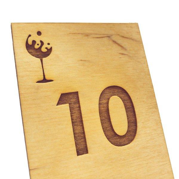 segnatavolo in legno personalizzato