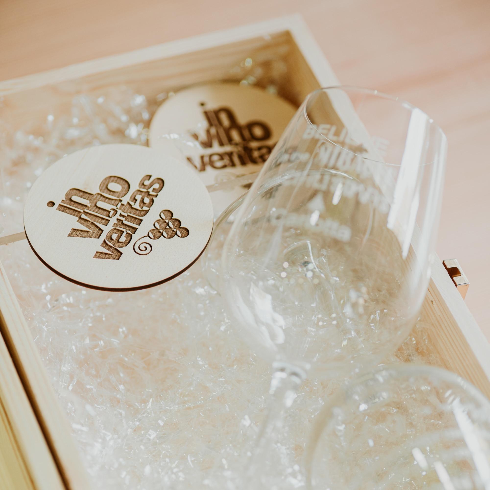 cassetta legno con calici bicchieri personalizzati