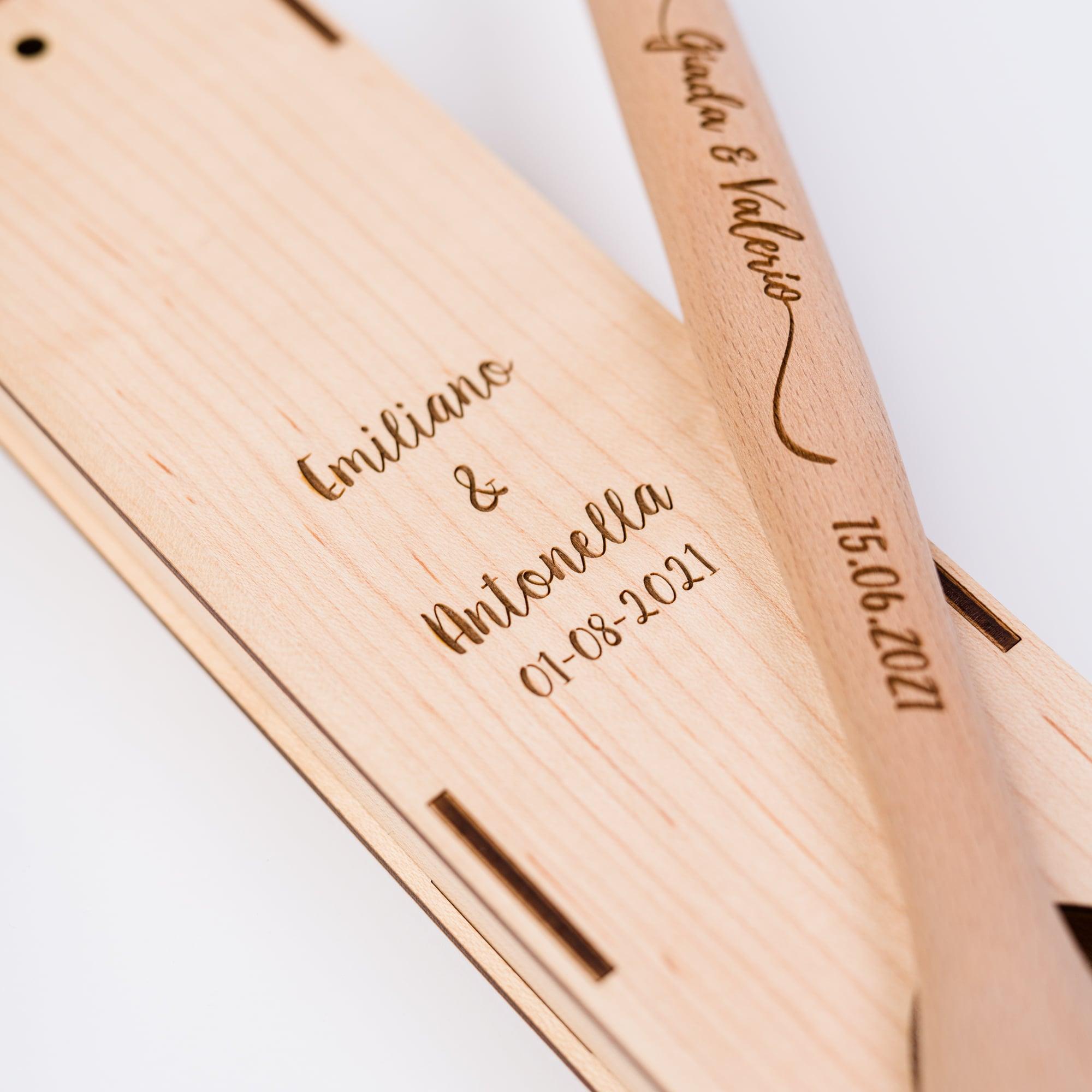 Cucchiarella e custodia in legno con incisione per matrimonio